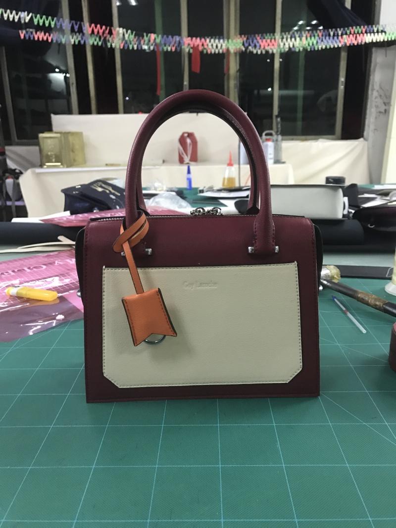 定型撞色手提包
