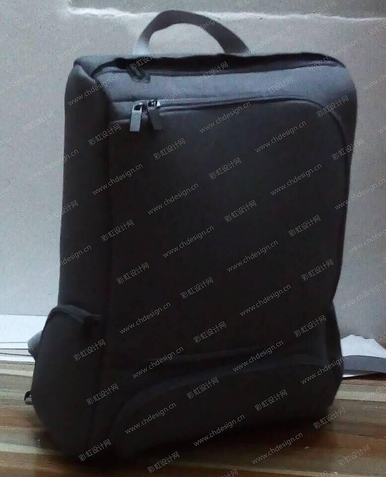 ch1084565 作品名称:电脑包背包 创作时间:2015 作品形态:平面图纸